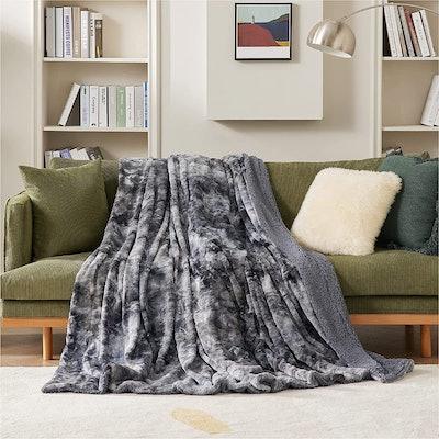 Bedsure Faux Fur Throw Blanket