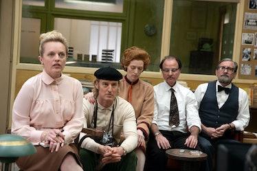 "Elisabeth Moss, Owen Wilson, Tilda Swinton, Fisher Stevens, and Griffin Dunne on the set of ""The Fre..."