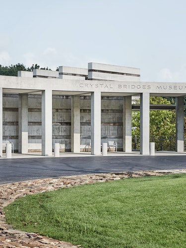 The entrance to the Crystal Bridges Museum