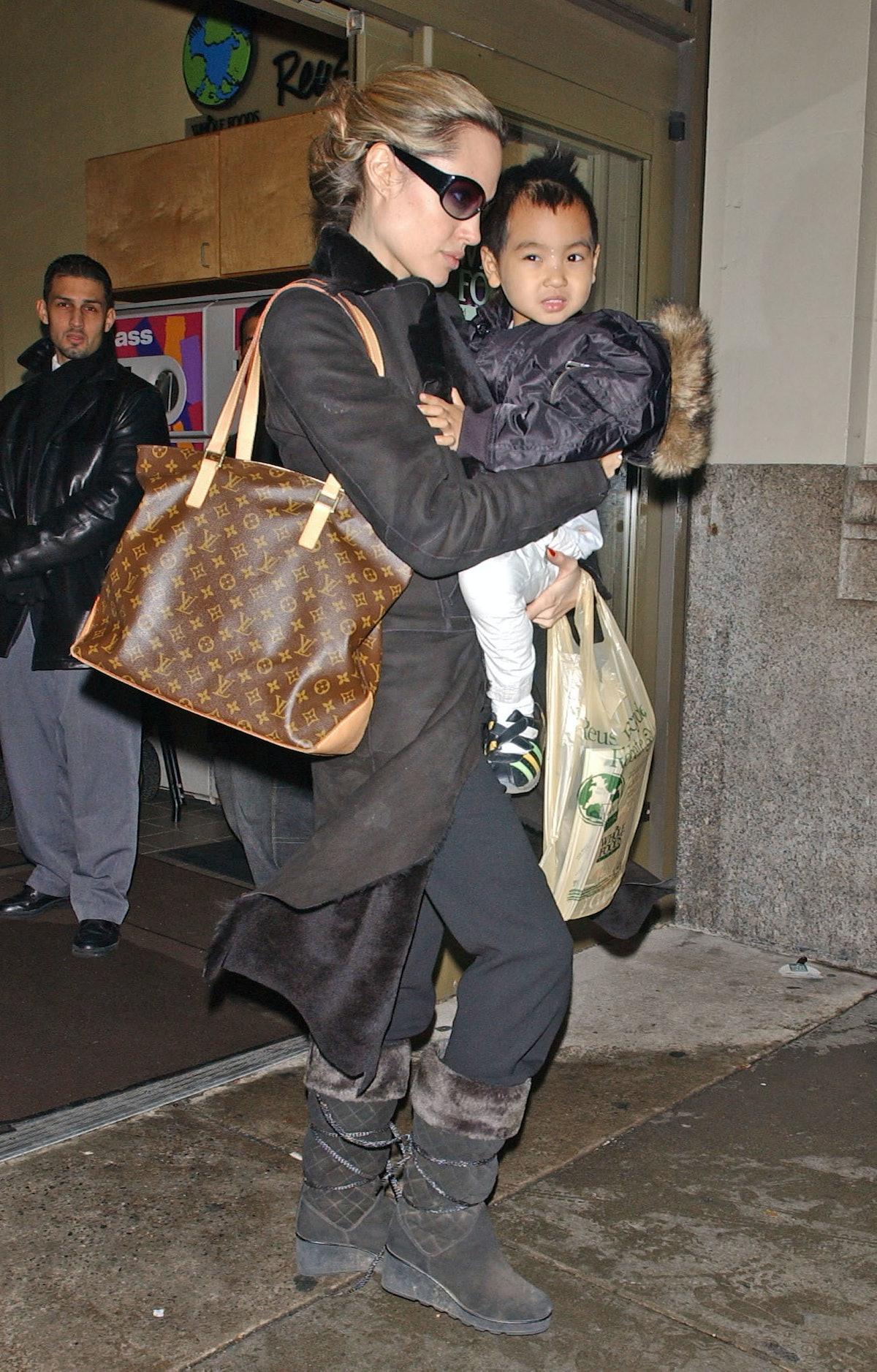آنجلینا جولی و پسرش مادوکس