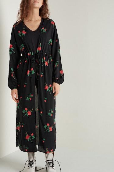 Belle Noir wears a black caftan on 'AHS: Double Feature.'