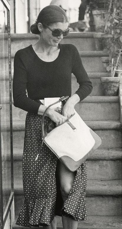 Jackie Kennedy Onassis carries Gucci Jackie Bag.