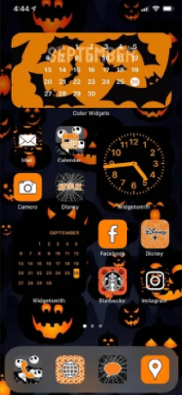These new Halloween iOS Home screen ideas include pumpkin icons.