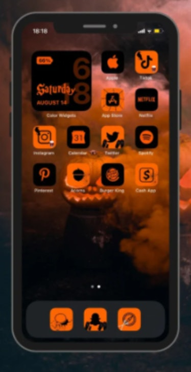 These new Halloween iOS Home screen ideas include creepy pumpkins.