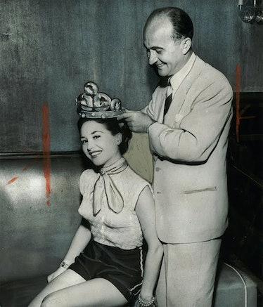 Cindy Adams being crowned Miss Bagel.