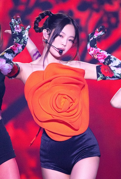 "Rapper Jennie made her return to the stage with her revamped performance of ""Solo."""
