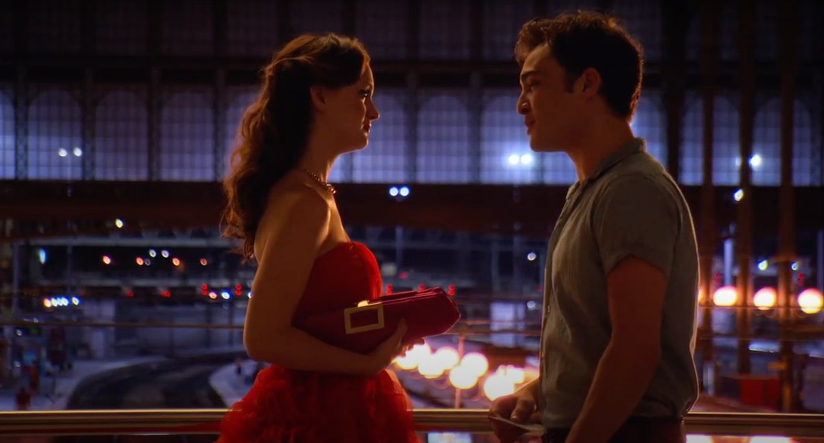 Blair and Chuck from 'Gossip Girl' chat in a train station.