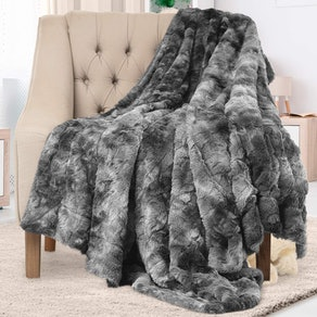 Everlasting Comfort Faux Fur Throw
