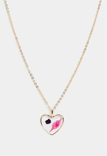 Monki Haisley pressed leaf heart necklace in gold