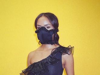 Black Ruffle Mask