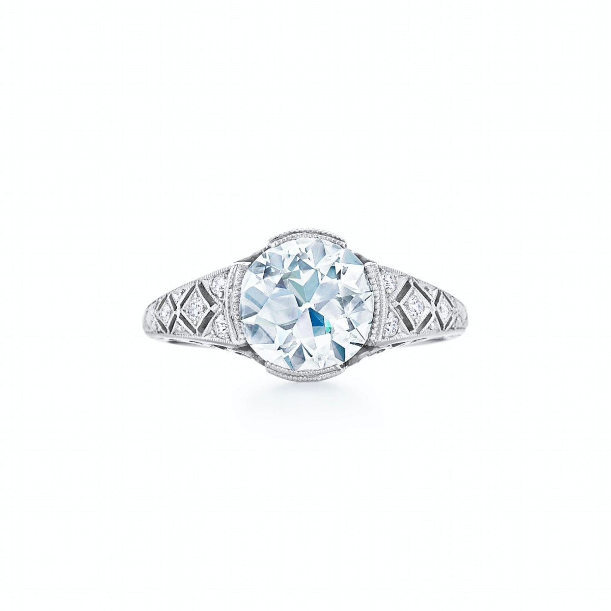 Vintage-Style Round Diamond Engagement Ring With Crosshatch Filigree