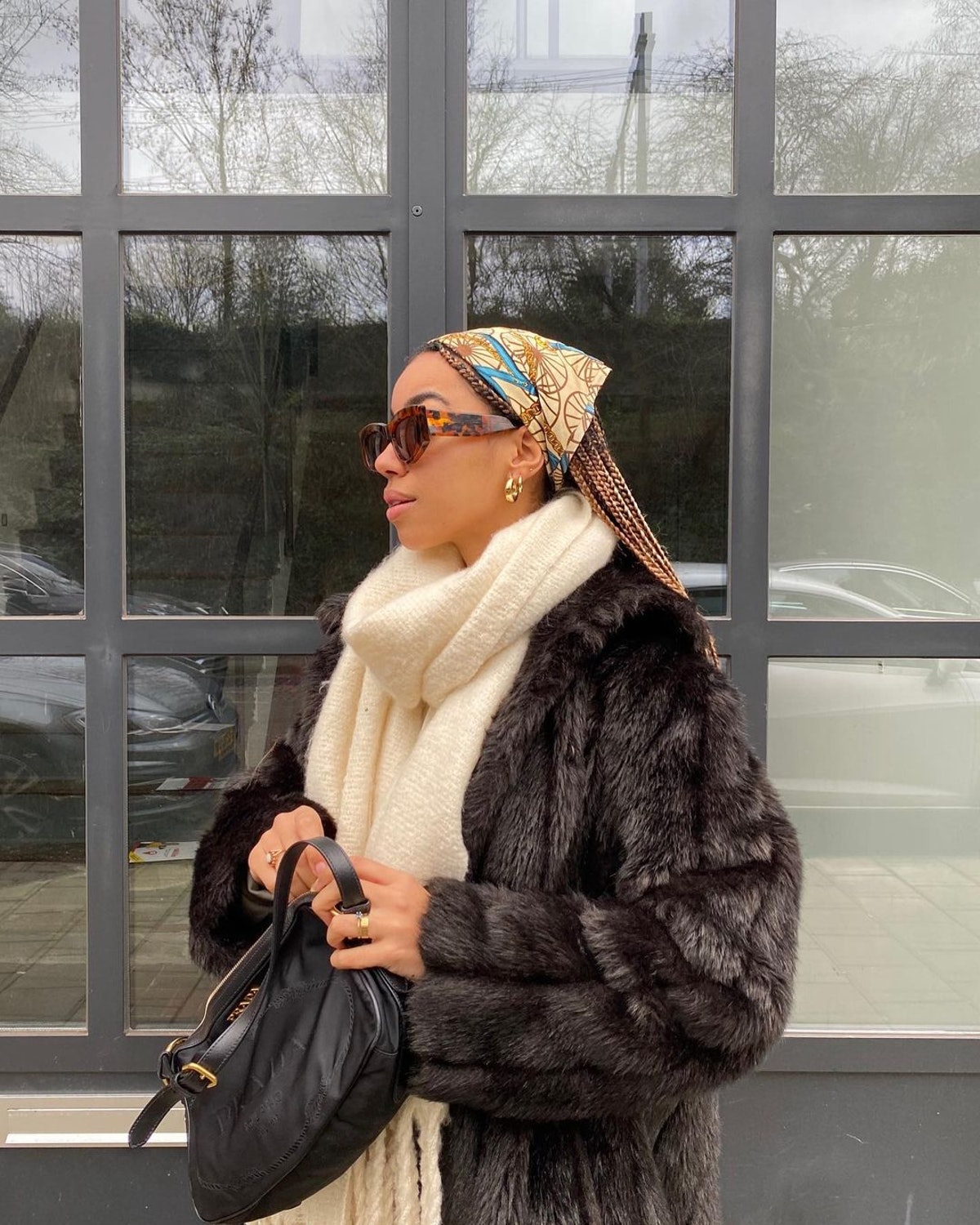 Patterned hair scarf.