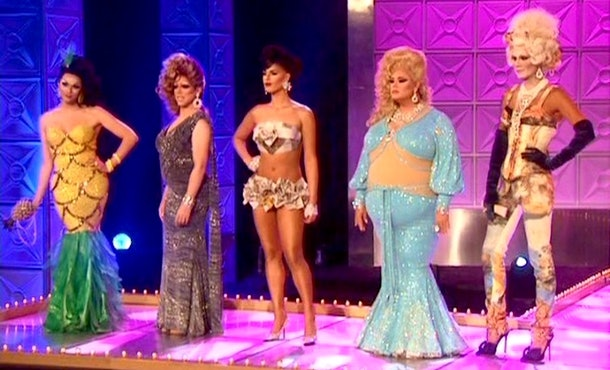A one-sentence recap of 'RuPaul's Drag Race' Season 3 has to mention the Heathers and Boogers feud.