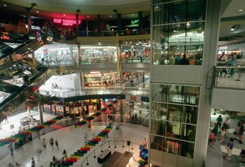 Interior view of the Mall of America, one of the largest indoor malls in the USA. Minneapolis, Minnesota, USA.