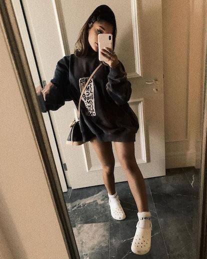 How To Wear Crocs With A Sweatshirt Dress Like Ariana Grande