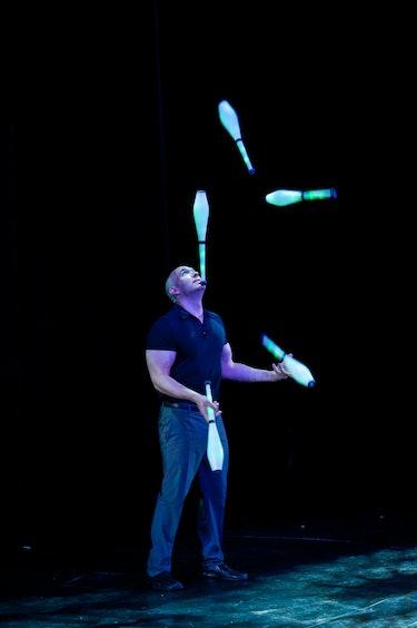 juggler Jason Garfield
