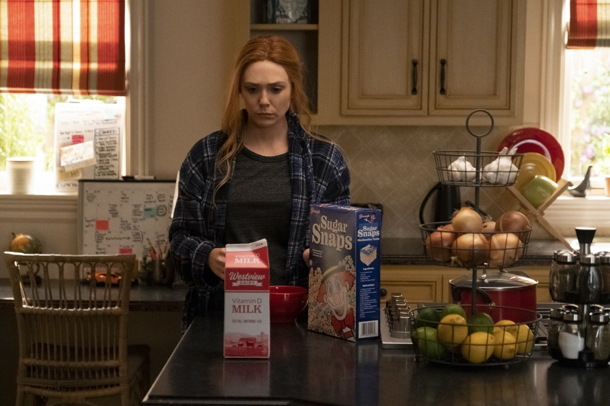 Wanda in the 'WandaVision' episode with the Nexus commercial
