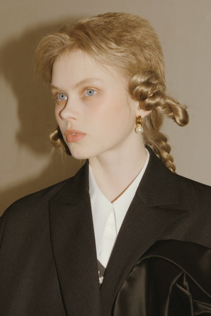 London Fashion Week Fall/Winter 2021 hairstyle trend at Simone Rocha.