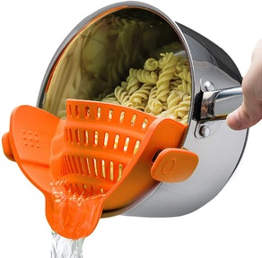 Kitchen Gizmo Snap-On Strainer
