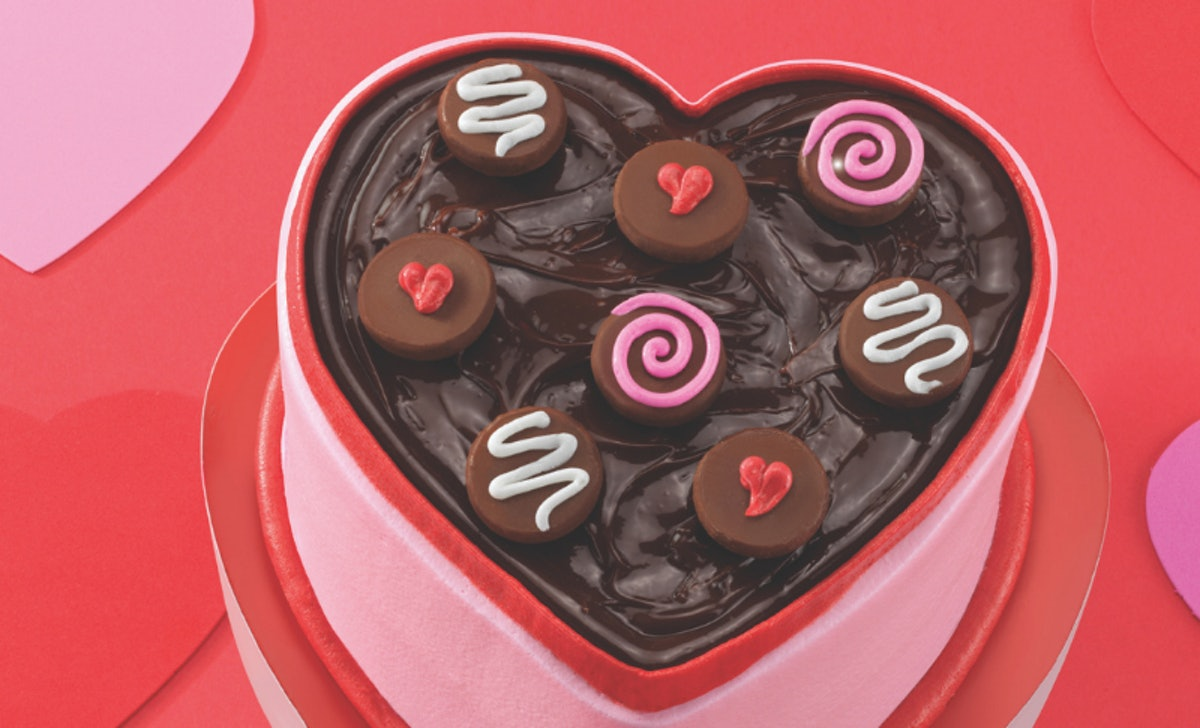 Baskin-Robbins released a new cake that looks just like a box of chocolates.