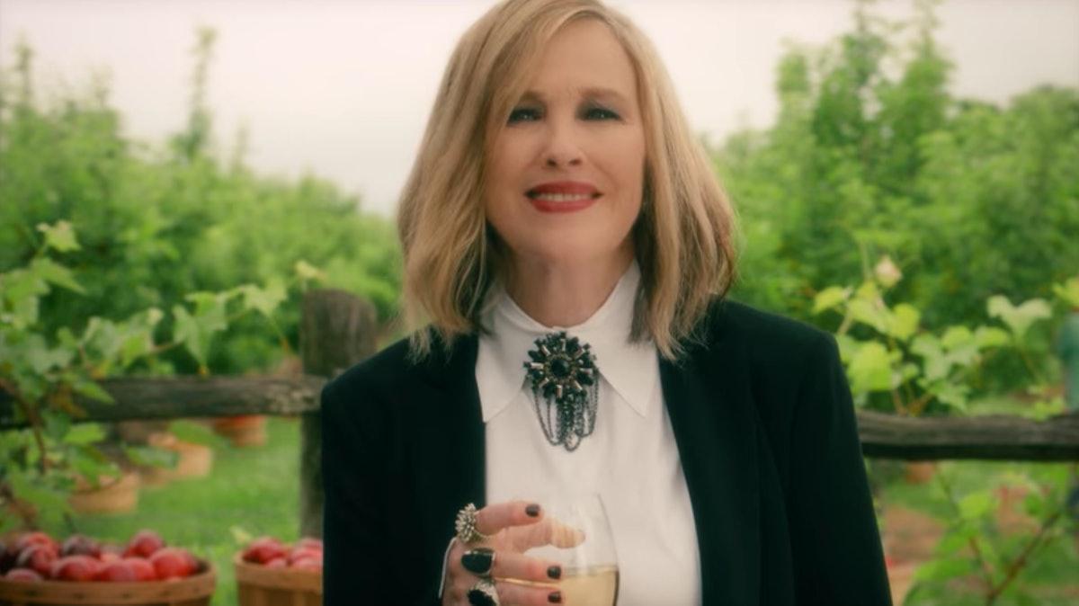 Moira Rose shoots her commercial for Herb Ertlinger fruit wine in 'Schitt's Creek.'