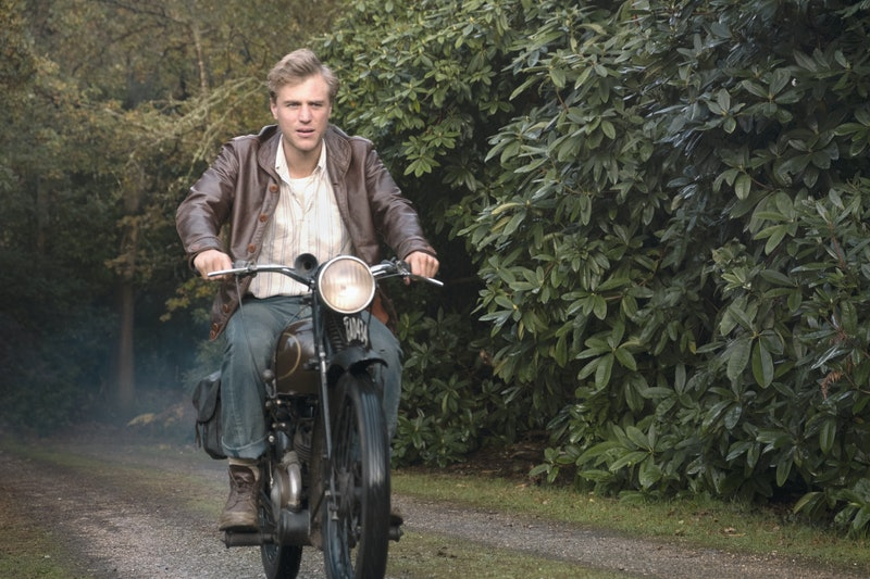 Johnny Flynn as Rory Loman in Netflix's 'The Dig'