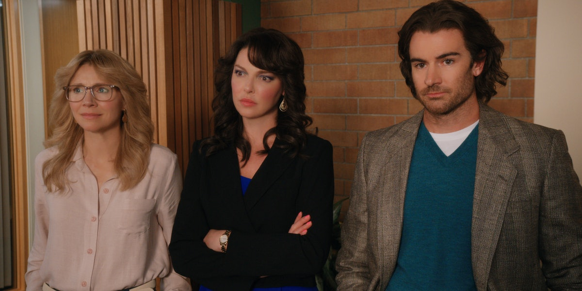 SARAH CHALKE as KATE, KATHERINE HEIGL as TULLY, and BEN LAWSON as JOHNNY RYAN in FIREFLY LANE