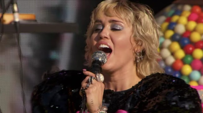 "Miley Cyrus performs ""Angel Like You"" for her Super Bowl TikTok Tailgate Pre-Show concert."