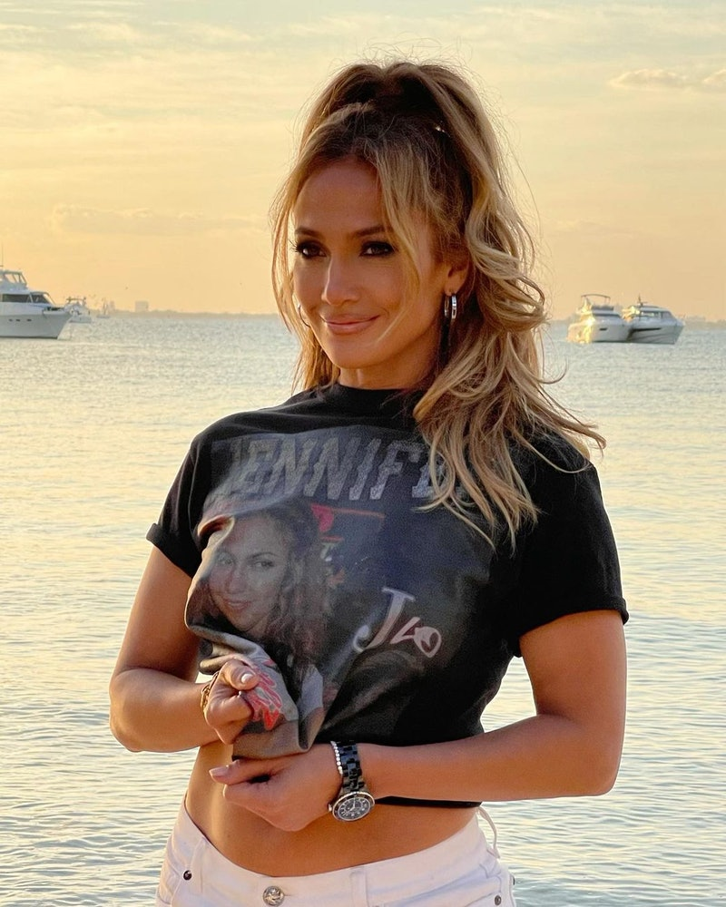 Jennifer Lopez looks so different with a pixie cut.