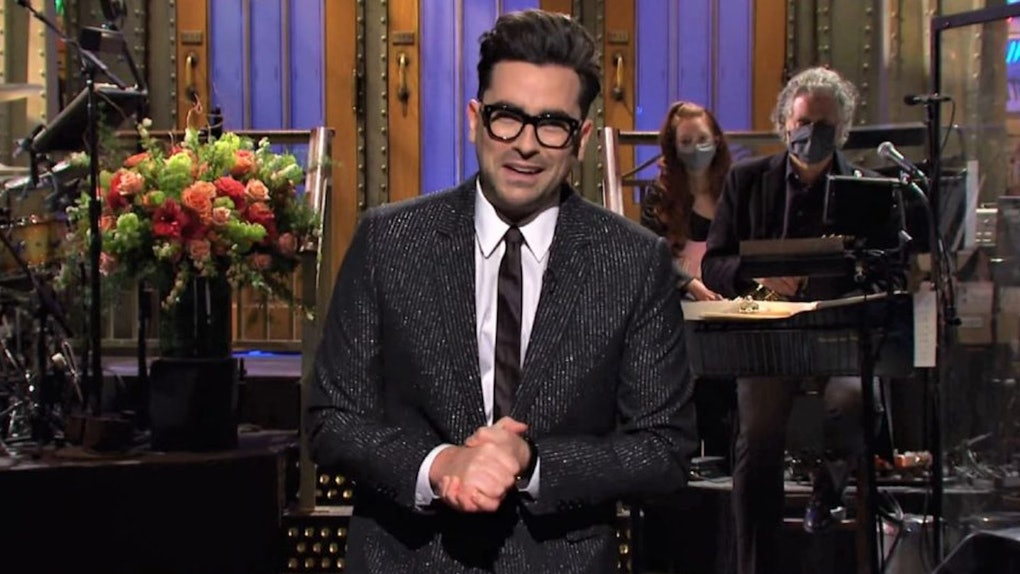Dan Levy started a new 'Saturday Night Live' tradition of hosts leaving encouraging post-it noted for the next host.