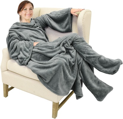 Catalonia Wearable Fleece Blanket with Sleeves and Foot Pockets