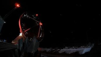 Uno de los telescopios que componen el Event Horizon Telescope