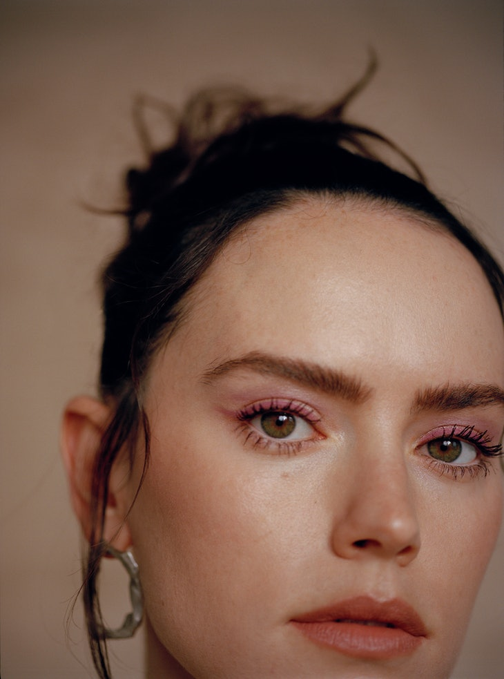 A closeup of TZR cover star Daisy Ridley wearing pink eyeliner.