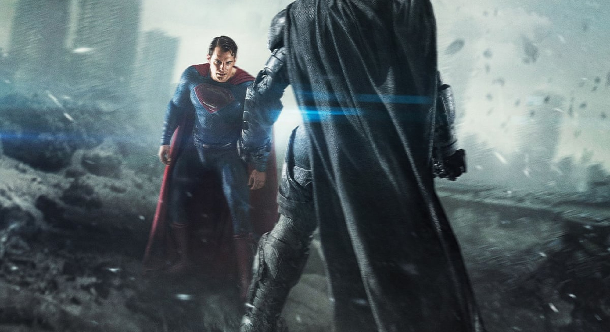 batman and superman facing each other before fight from dawn of justice