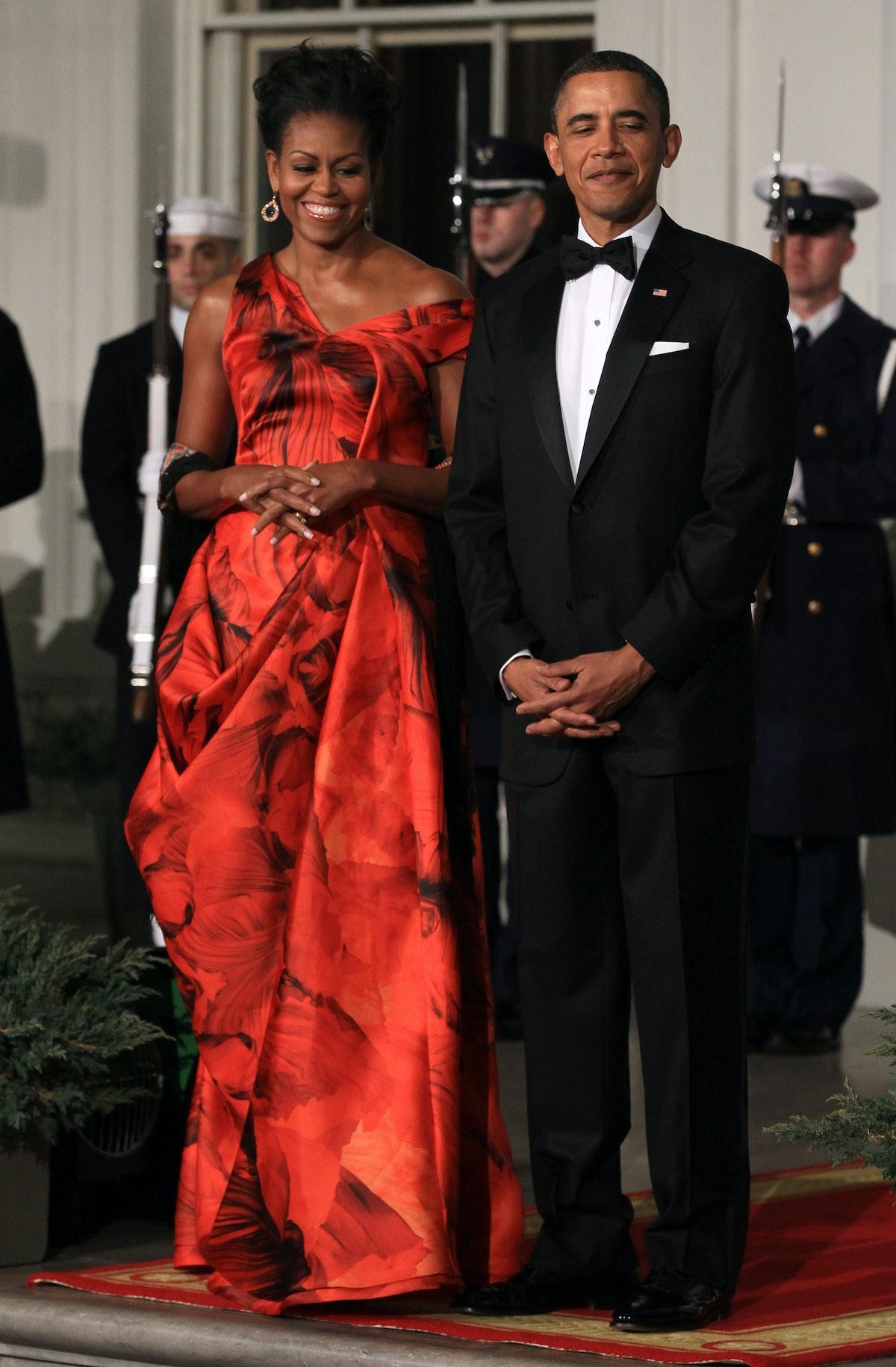 U.S. President Barack Obama (R) and first lady Michelle Obama (L) welcome Chinese President Hu Jinta...