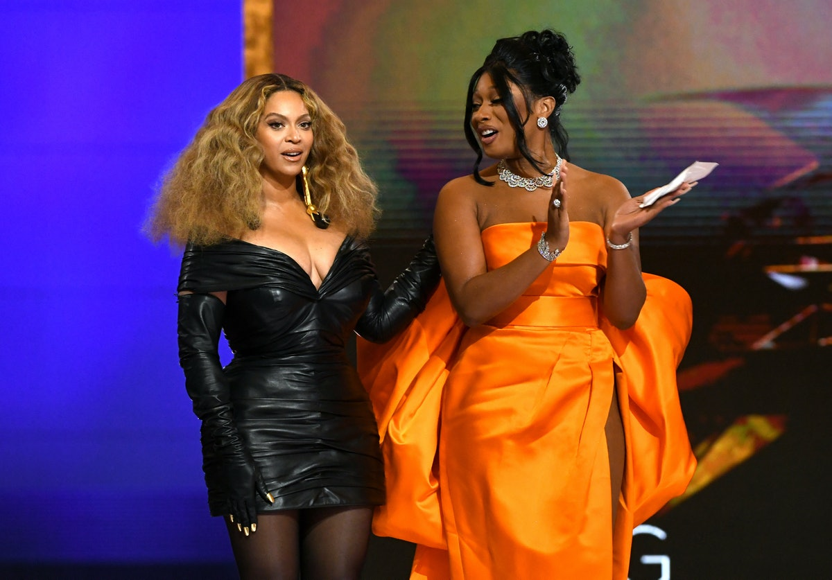 Beyonce and MEgan at Grammys