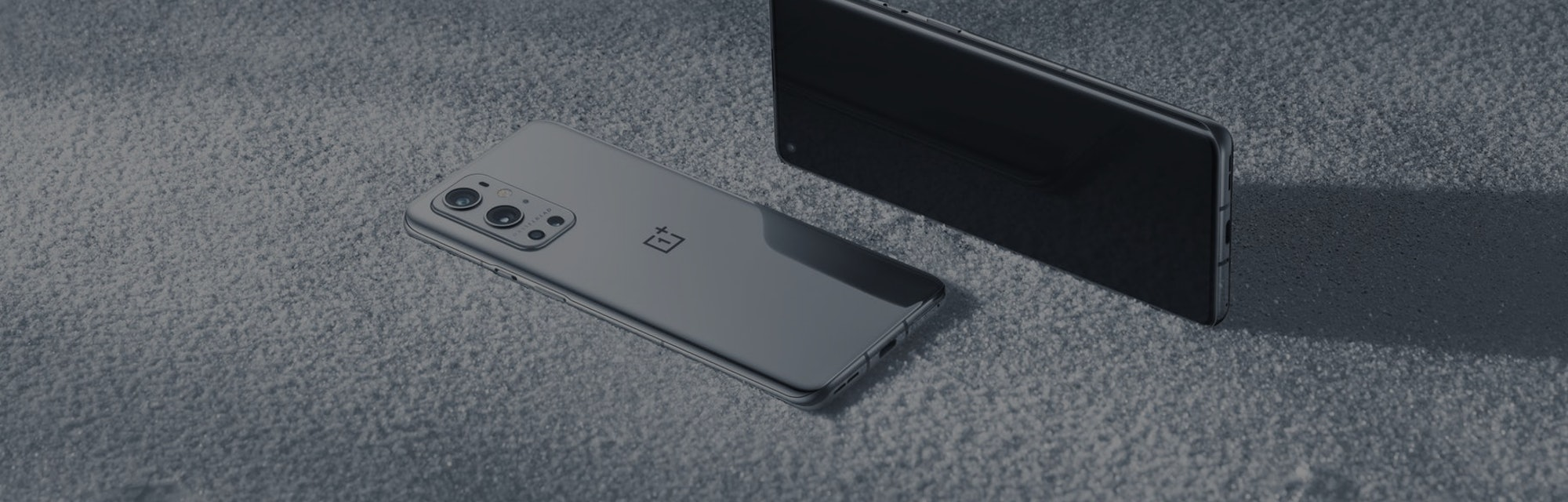 The OnePlus 9's 6.7-inch Fluid AMOLED display has a QHD+ resolution, Smart 120Hz refresh rate, LTPO,...