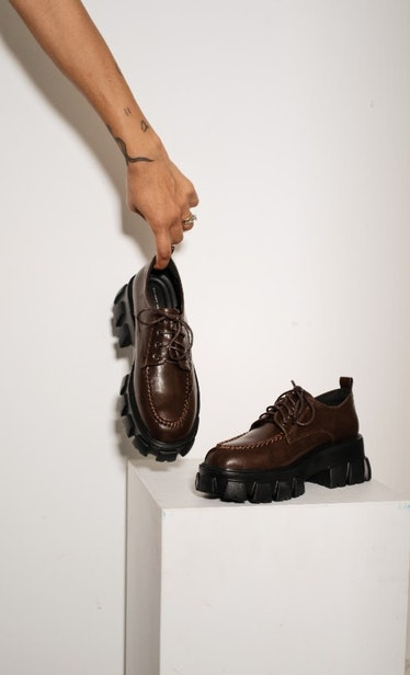 Che 11 Oxford Style Shoes With A Chunky Sole