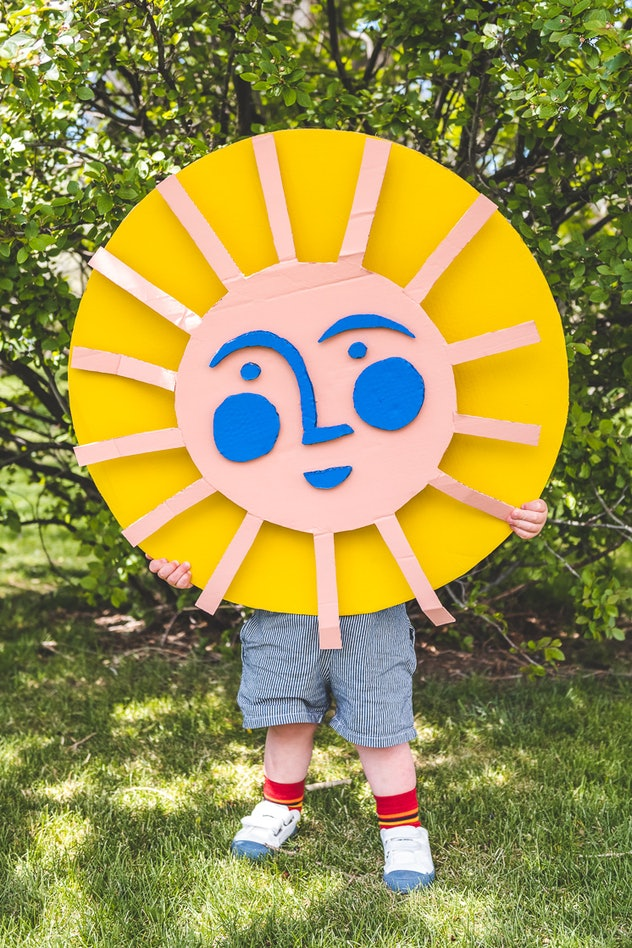 Make a giant sun out of large cardboard boxes.