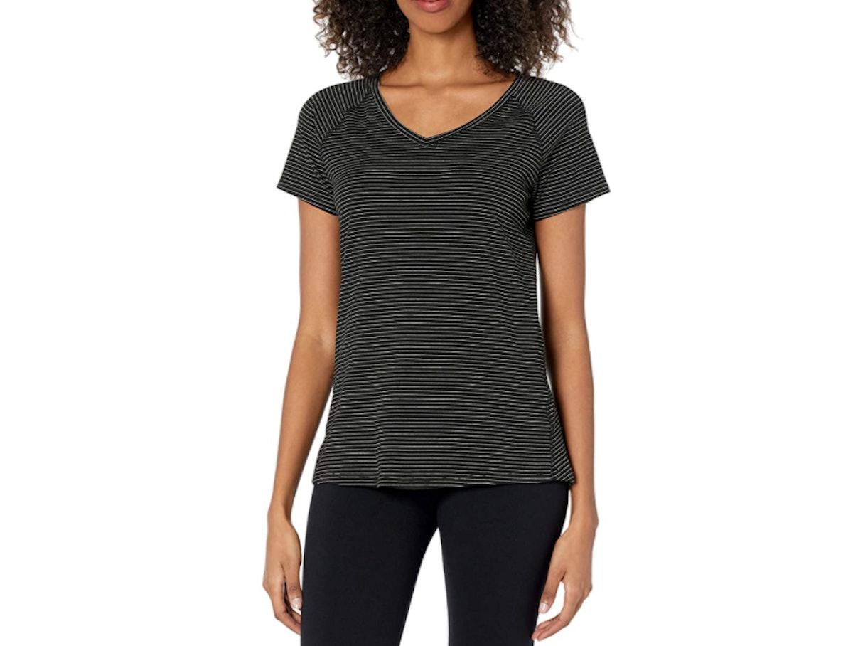 Amazon Essentials Studio Short-Sleeve V-Neck T-Shirt