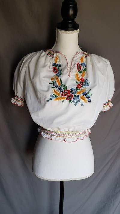 '70s Cropped Peasant Top with Rainbow Embroidered Floral Design