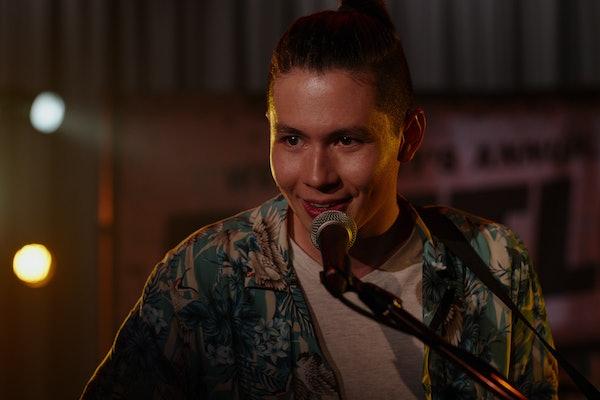 "Mason Temple as Hunter singing ""I Can Barely Breathe"" on Netflix's 'Ginny & Georgia'"