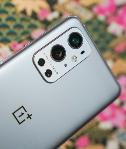 OnePlus 9 Pro vs. Galaxy S21 Ultra night photography camera comparison review