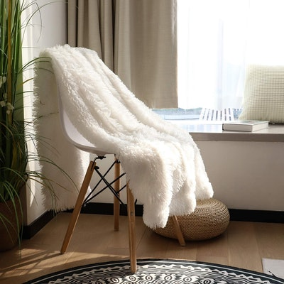 Tuddrom Faux Fur Throw Blanket