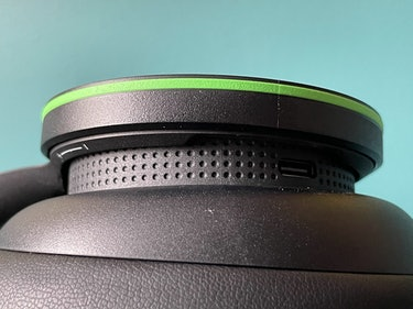 Xbox Wireless Headset volume controls.