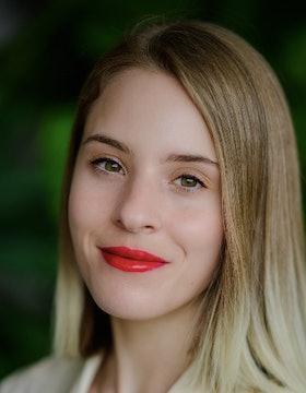Chloe Foussianes