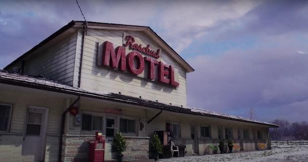 An exterior shot of the Rosebud Motel from 'Schitt's Creek' has snow all around.
