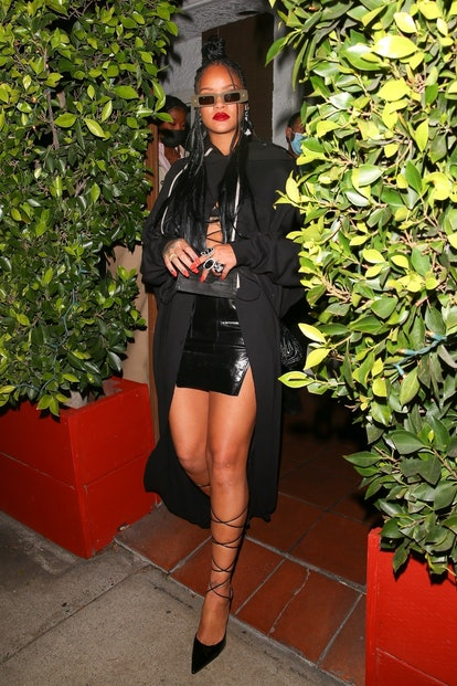 Rihanna grabs dinner with her brother and cousin at Italian Restaurant Giorgio Baldi.