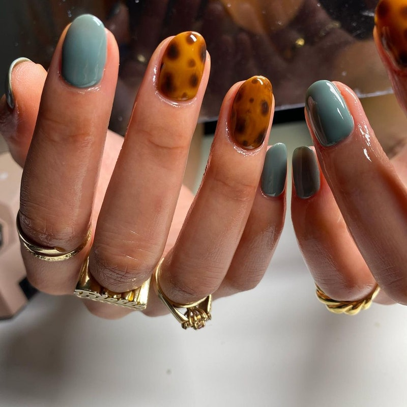 Tortoise shell nail looks are on trend for Spring 2021.