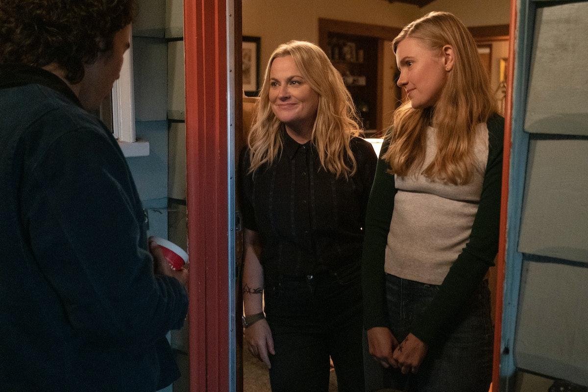 Amy Poehler as Lisa/Director/Producer, Hadley Robinson as Vivian in Netflix's 'Moxie'